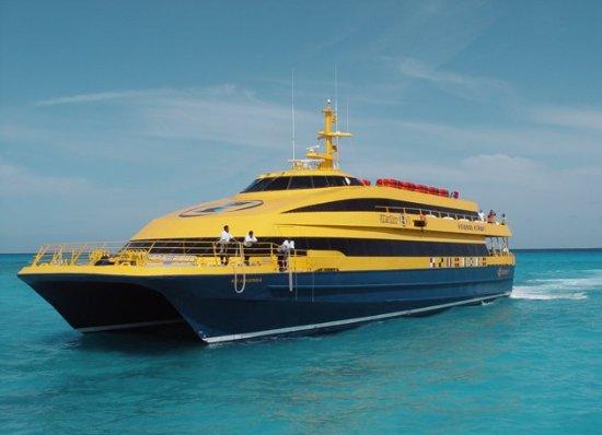 ferry-en-playa-del-carmen